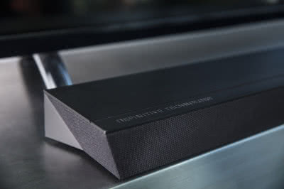 Soundbar Definitive Technology Studio Slim z obsługą Chromecast
